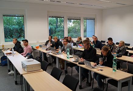 Studenten bei der Vorlesung Campus Ismaning