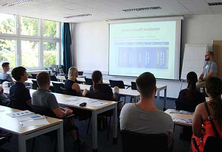 DHGS, Campus Berlin, Studenten im Vorlesungsraum