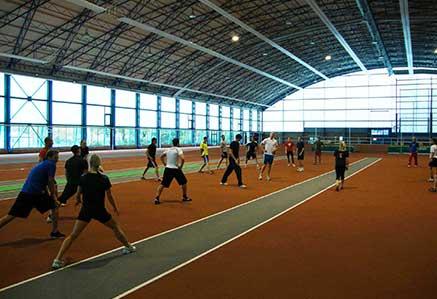 DHGS, Campus Berlin, Studenten beim Sport in der Halle