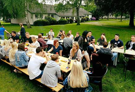 DHGS, Campus Unna, Studenten beim Grillen